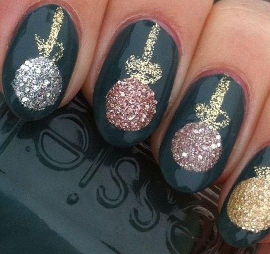 Glittery Bauble Xmas nail art